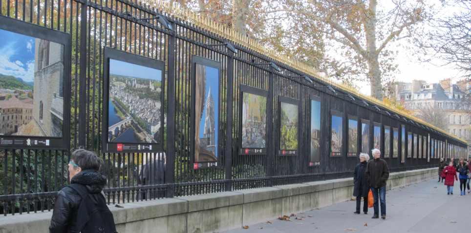 Exposition sur les grilles du jardin du luxembourg vos nouvelles de paris - Comment aller au jardin du luxembourg ...
